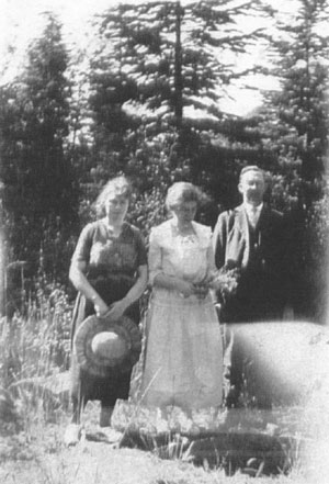 John B. Kinch, Katie Miller and her sister Beatrice